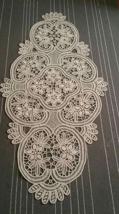 Family Drawing, Point Lace, Crochet Tablecloth, Needle Lace, Filet Crochet, Doilies, Embroidery Designs, Pattern Design, Diy And Crafts