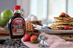 Pure Maple Syrup, Sauce Bottle, Soy Sauce, Food Pictures, Pure Products, Bean Dip