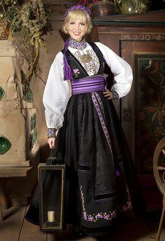 Beltestakk Norwegian Clothing, Costume Ideas, Costumes, Ader, Folk Costume, Oslo, Norway, Scandinavian, Sari