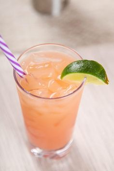 REFRESHING GREYHOUND COCKTAIL - Baking Beauty Easy Coctails, Coctails Recipes, Wine Recipes, Pina Colada, Raspberry Cocktail, Pineapple Rum, Spiced Apples, Healthy Fruits, Drink Recipes