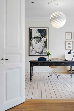 via Just a lovely home Office idea for this busy tuesday! Home Office Space, Office Workspace, Home Office Design, Home Office Decor, House Design, Home Decor, Workspace Inspiration, Antique Desk, Elements Of Style