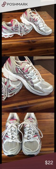 Asics IGS SoLYTE WOMENS Size 7. 1/2 Pre-loved ASICS. Size 7 1/2.  Feels like you are walking on air. Dr. Recommended for supporting and comforting aching feet.  Priced to sell. A must have for your collection. Thank you for shopping with Boutique Treasures 🌸 Carla Asics Shoes Sneakers