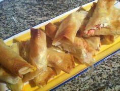 Rollito de queso feta, nueces y salmón ahumado  http://cocinaberja.blogspot.com.es/2014/01/receta-87-rollitos-de-queso-feta-nueces.html