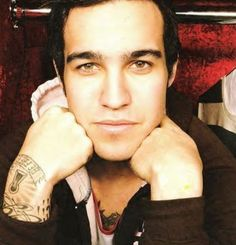 Pete Wentz from Fall Out Boy. Band guys with tattoos and good faces=HOT ok this is the best pic of him I have ever seen Great Bands, Cool Bands, Peter Wentz, Fall Out Boy Songs, Save Rock And Roll, Patrick Stump, Love To Meet, Raining Men, Interesting Faces