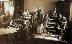Gimnazjum w Drohobyczu, pisarz Bruno Schulz prowadzi zajęcia praktyczne, 1934, fot. Laski Diffusion/East News