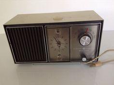 Vintage GE General Electric Solid State C4511D Beige Green Alarm Clock Radio #GE