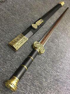 Ninja Weapons, Anime Weapons, Fantasy Weapons, Armas Ninja, Types Of Swords, Sword Design, Sword Fight, Weapon Concept Art, Turkish Art