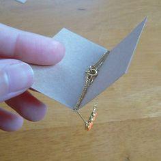 台紙が固定できるので、アクセサリーをラッピングするのに便利ですし、ちょっとお洒落になります!...