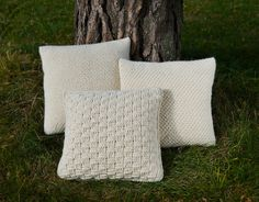 Votter og pannebånd i klassisk mønsterstrikk – Tove Fevangs blog Throw Pillows, Crochet, Bed, Design, Cushions, Chrochet, Stream Bed, Decorative Pillows, Crocheting
