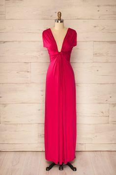 Ennis Berry - Silhouette longiligne accompagnée d'un pas confiant dans la fluidité d'un léger drapé.    A slender figure and with a confident walk in the fluidity of a light drape.
