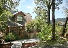Walnut Ridge - This 3 bedroom cabin has a beautiful view of the Smoky Mountains! It also has been beautifully furnished. Perfect for your next vacation! http://www.jacksonmountainhomes.com/gatlinburg-cabins/rentals/walnut-ridge/130/alpha
