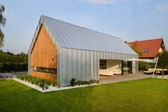 """""""Barndominium"""" is rising in popularity as modern residential and commercial buildings. Modern barndominium plans have many advantages, such as easy construction, versatile remodeling, and spacious living area."""