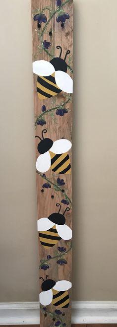 Wood Pallet Art, Pallet Crafts, Wood Art, Bee Crafts, Diy Arts And Crafts, Wooden Projects, Wooden Crafts, Bee Decorations, Bee Images