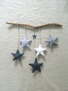 Order a star garland in blue tones for a birthday gift. Commande d& guirlande étoiles dans les tons bleus pour un cadeau naissan… Order a star garland in blue tones for a birth gift: and a variant in shades of gray to hang on … Christmas Fabric Crafts, Felt Christmas, Christmas Sewing, Christmas Decorations, Christmas Ornaments, Baby Crafts, Felt Crafts, Diy And Crafts, Crafts For Kids