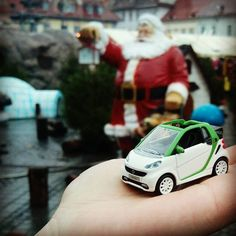 Santa we want some... Smart #smart #fortwo #santa