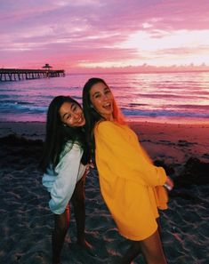 summer vsco Premium activewear that doesnt - summer Beach Aesthetic, Summer Aesthetic, Best Friend Pictures, Friend Photos, Shooting Photo Amis, Cute Beach Pictures, Beach Pictures Wallpaper, Beach Picture Poses, Tumblr Summer Pictures