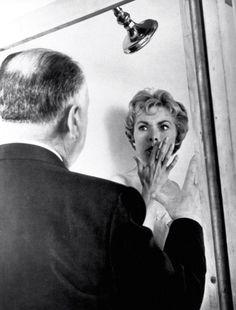 Alfred Hitchcock foi um cineasta considerado como o Mestre do Suspense e hoje, mais do que na época em que estava na ativa, é considerado co...