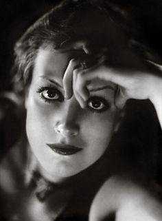 theclutteredclassicattic: Lovely, almost natural portrait of Joan Crawford ~ c late 30's?