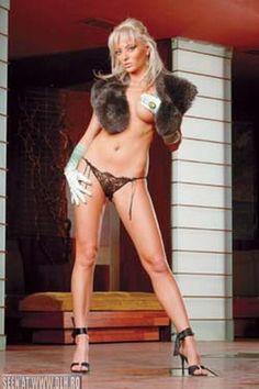 Delia Matache Pretty Woman, Dan, Curves, Stars, Women, Fashion, Girls, Moda, Fashion Styles