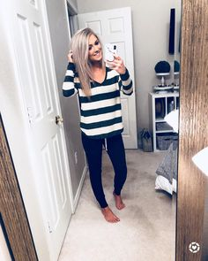"""2,384 Likes, 94 Comments - Katy Roach (@livingmybeststyle) on Instagram: """"RUN RUN RUN This striped tee that's everyone's favorite and under $40 is finally back in stock…"""" New Fashion Clothes, Cute Fashion, Mom Fashion, Fashion Dresses, Joggers Outfit, Fancy Dress Outfits, Casual Outfits, Sweater Weather, Online Shopping Clothes"""
