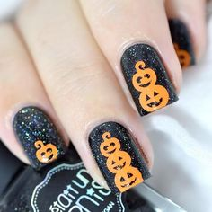 Halloween is everyone's favorite time of year. And Halloween nail art is so much fun! Check out these spooky ideas for Halloween nails to get your scare on! Great Nails, Cool Nail Art, Cute Nails, Halloween Nail Designs, Halloween Nail Art, Creepy Halloween, Halloween Ideas, Halloween Party Games, Halloween 2018