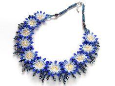 手作りbeads accessoryの『カザリ咲色』さん ブルーの小花満開首飾り