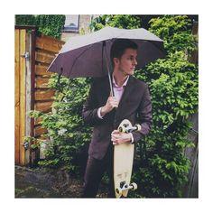 Need a cruizer deck check out @senoawood their new ones stay rad.  #woodwork #handmade #classy #surf #suit #umbrella #rain #green #eco #style #meninsuits #skate #cruizer #longboard #skateboard de jermolq