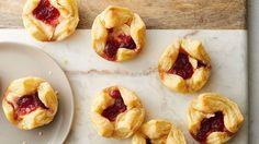 3-Ingredient Cranberry Brie Bites