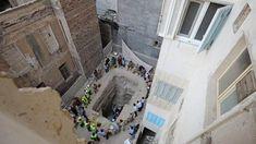 Mısır'da bulunan gizemli kara lahit tamamen açıldı