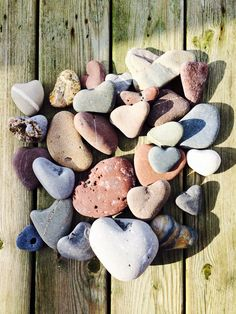 Heart Of Life, Heart In Nature, I Love Heart, Heart Art, Rock Crafts, Arts And Crafts, Wishing Stones, Heart Shaped Rocks, In Natura