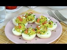 Eggs stuffed with avocado and tuna. Copy it! Source by Egg Recipes, Diet Recipes, Snack Recipes, Healthy Recipes, Snacks, Healthy Food, Rellenos Recipe, Deviled Eggs, Food Items