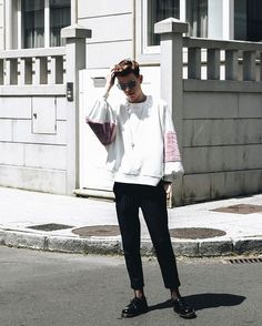 "282 Me gusta, 12 comentarios - Á L V A R O  O U T Ó N (@bake_alvaro) en Instagram: ""Total trf lookbook | Plush sweatshirt and diplomatic stripe pants with the mr martens //…"""