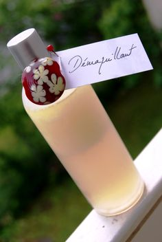 Homemade Make-Up Remover! Great site, but in French ; Natural Beauty Tips, Beauty Make Up, Diy Beauty, Beauty Hacks, Natural Makeup Remover, Homemade Cosmetics, Make Up Remover, Tips & Tricks, Healthy Beauty