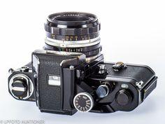 Nikon Photomic Svartlackerad, med Nikkor-H.C Auto (CD, for F). Antique Cameras, Old Cameras, Vintage Cameras, Photography Camera, Underwater Photography, Maternity Photography, Nikon F2, Camera Nikon, 35mm Film