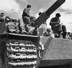 Tiger I (late version) of the Grossdeutschland Division (Zimmerit)