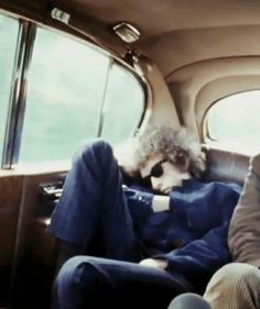 ♡♥Bob Dylan resting in a car - click on pic to see a larger pic♥♡