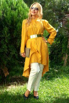 Önü kısa arkası uzun hardal rengi tunik, tesettürlü bayanların kolaylıkla kullanabilecekleri ve dore rengi kemerle kombinleyebilecekleri ince krep, İlknur Karaca özel tasarımıdır. Ürüne kemer dahil değildir.