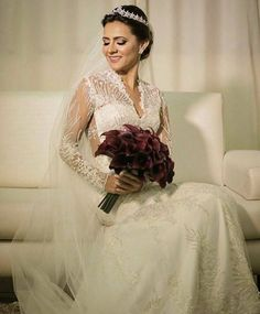 Nossa noiva linda e deslumbrante @__monalisagomes__  Pelas mãos de @suborba Make: @hellenmendesmakeup Foto: @jordanaelenalazzari Aqui no @subeautymaison by subeautymaison http://ift.tt/247qFcw