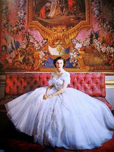 Beautiful portrait of Princess Margaret taken by royal photographer Cecil Beaton. Royal Princess, Princess Diana, Disney Princess, Reportage Photography, Cecil Beaton, Princess Margaret, Funny Tattoos, Pippa Middleton, Wedding Art