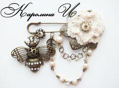 """Брошь """"Совсем как пчелка """" в каталоге Аксессуары на Uniqhand - белый, брошь, кружево, металлическая фурнитура"""