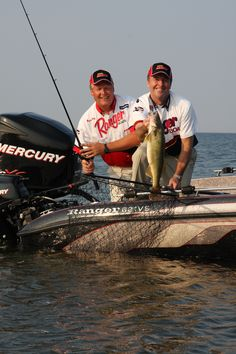Masters of walleye fishing tournament on lake winnebago in for Wisconsin fishing tournaments