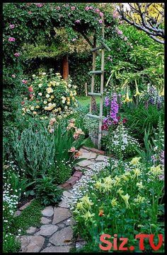 Top 10 Amazing Garden Path Designs a love of gardening. Top 10 Amazing Garden Path D Gardening Supplies, Diy Gardening, Hydroponic Gardening, Amazing Gardens, Beautiful Gardens, Garden Paths, Garden Landscaping, The Secret Garden, Design Jardin