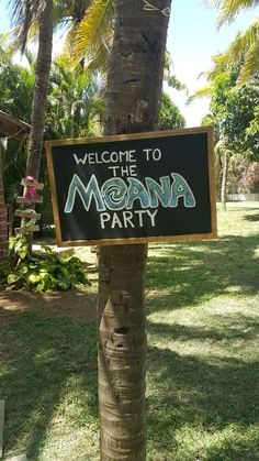 Moana tropical garden party | CatchMyParty.com