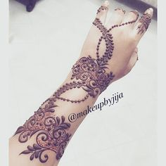 #henna #hena #mehendi #mhendi #dubai #mydubai #dubai #artist #tattoo #patterns #flowers #girls #cute #wakeupandmakeup #vegas_nay #hudabeauty #bride #bridal #mua #nailpolish #creativity #حنا #حناء #نقوش #دبي #بنات #نقش #monakattan #laurag_143 #hennainspire #photogrid @photogridorg