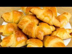 Se topesc în gură – iată rețeta celor mai delicioase cornulețe cu gem! | SavurosTV - YouTube Mini Croissants, Fondue, Cake Cookies, Bread, Vegetarian, Yummy Recipes, Wafer Cookies, Basket, Crack Crackers