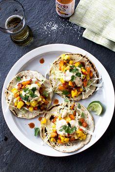 Chili-Fried Butternut Squash Tacos with Mango Pineapple Salsa — Flourishing Foodie Veggie Recipes, Mexican Food Recipes, Vegetarian Recipes, Cooking Recipes, Healthy Recipes, Drink Recipes, Sweet Recipes, I Love Food, Salads