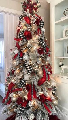 Are you looking for images for farmhouse christmas decor? Browse around this website for perfect farmhouse christmas decor pictures. This kind of farmhouse christmas decor ideas seems to be entirely excellent. Black Christmas Trees, Classy Christmas, Christmas Home, Christmas Colors, Christmas Holiday, Cheap Christmas, Christmas Tree Ribbon, How To Decorate Christmas Tree, Buffalo Check Christmas Decor