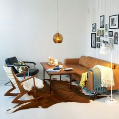 Wohnzimmer retro style  BLAUGRAUE WAND PLUS VINTAGE ELEMENTE IM WOHNZIMMER - | house ...