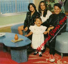 A grande família de Gloria Pires em 1993 - Cleo, Gloria, Orlando e Antonia em pé