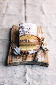 breakfast cakes on wood with hotel silver    (vía Mela e Cannella: Limoncello Pound Cake)